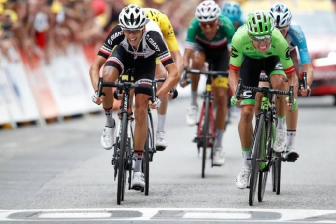 Warren Barguil (left) was pipped on the line by Rigoberto Uran