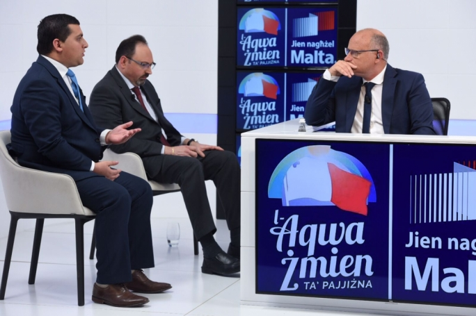 Fabian Demicoli (left) Josef Caruana (centre) and host Saviour Balzan (right)