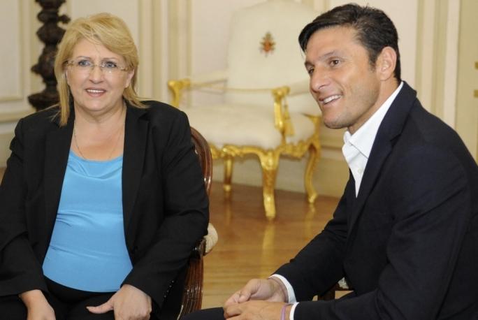 President Marie-Louise Coleiro Preca with Inter Vice-President Javier Zanetti. Photo DOI