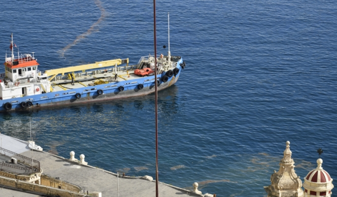 An oil spill in Rinella Bay spread all over Grand Harbour