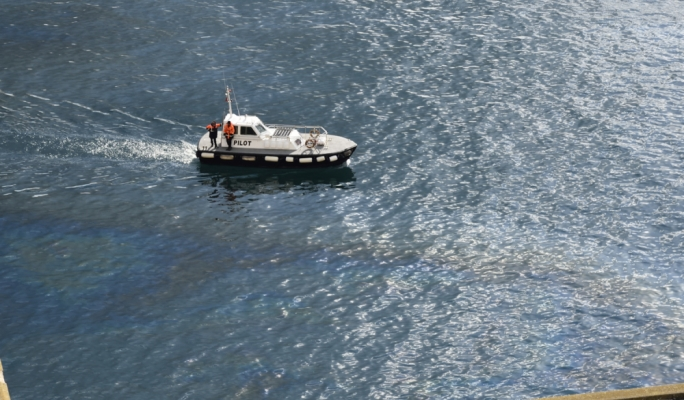MaltaToday reader said there was no oil spill recovery vessels on site except for one lone pilot boat