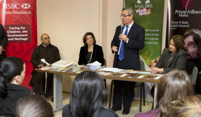 Minister for Education and Employment Evarist Bartolo congratulating students together with (right to left) Prison Chaplain Fr Franco Fenech , HSBC Malta Foundation Deputy Chairperson Sarah Watkinson, and Commissioner for Children Helen D'Amato.