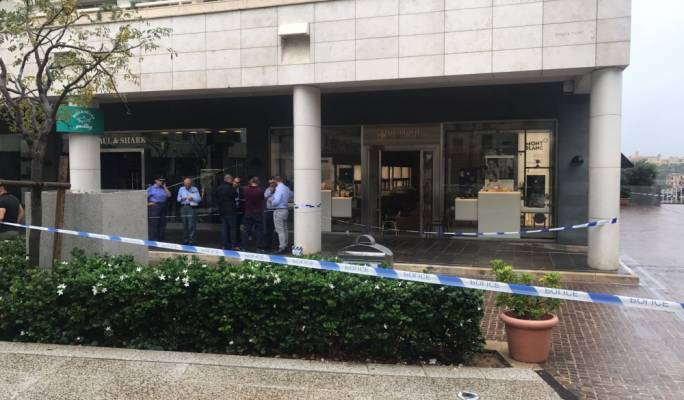 Armed robbers targeted Diamonds International at Tigne