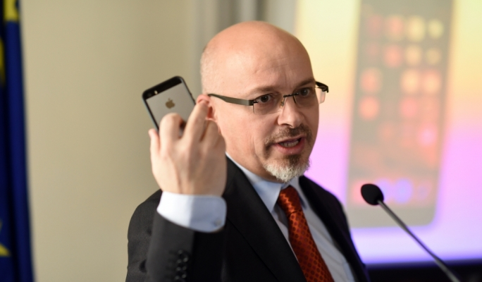 Director of Diplo Foundation Jovan Kurbalja talks about the way the internet has changed diplomacy