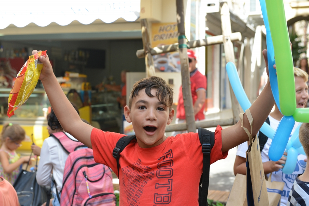 [WATCH] Aqra fis-Sajf readings draw youngsters to Sliema