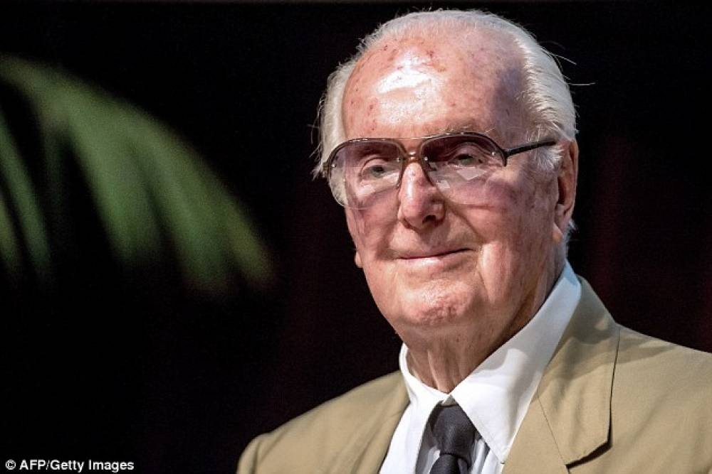 French designer Hubert de Givenchy passes away aged 91