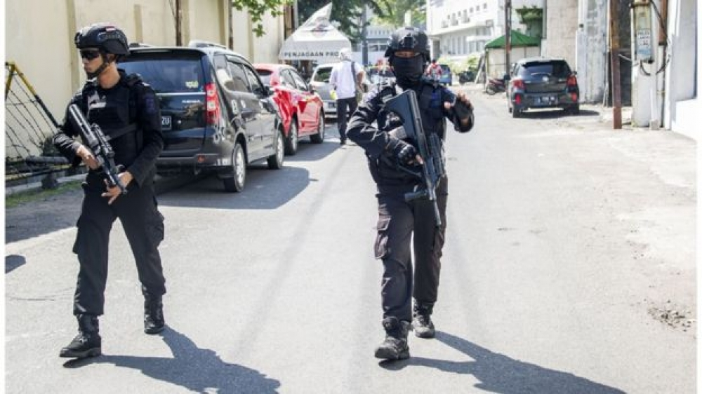 One dead and 10 injured in attack on Indonesia police station