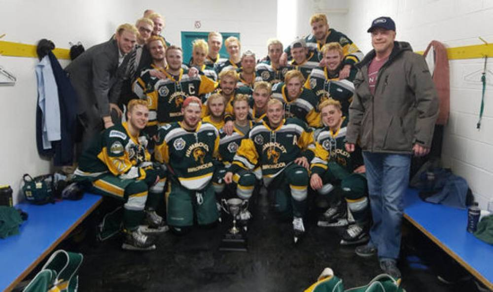 14 dead after truck hits junior hockey team bus in Canada