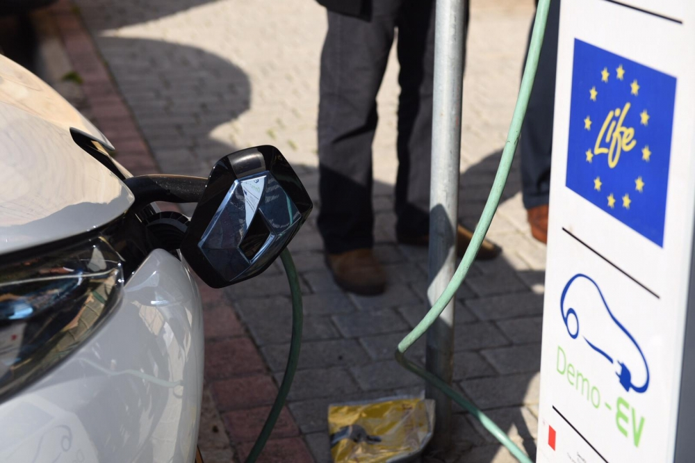 [WATCH] If you're buying an electric car, these grants will make it cheaper