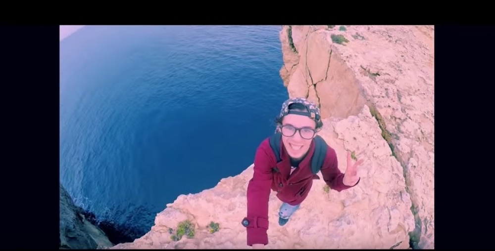 [WATCH] Backpacker films himself climbing, jumping off Azure Window