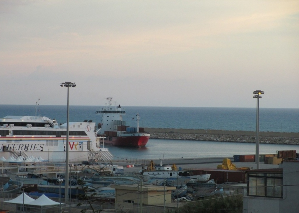 Italy to follow Malta in closing ports to NGO vessels