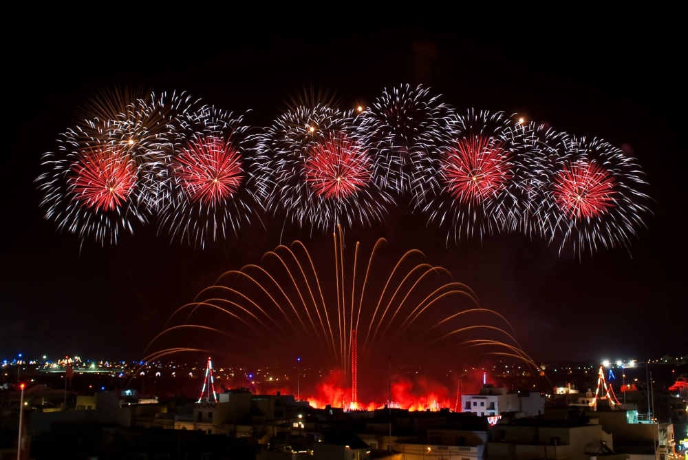 [WATCH] Thousands enjoy spectacular Santa Marija fireworks in Mqabba