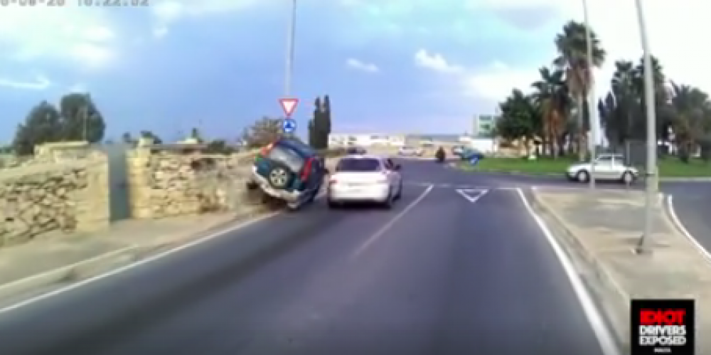 [Watch] Driver pulls off crazy move on Zebbug by-pass
