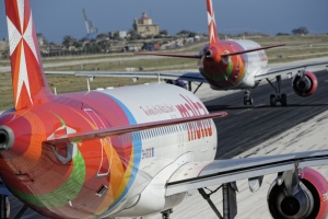 Air Malta flight returned due to cracked window