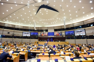 COVID-19 vaccination: MEPs call for EU and global solidarity