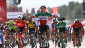 La Vuelta 2018: Elia Viviani doubles up after seeing off Peter Sagan in Stage 10