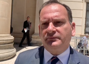 [WATCH] David Thake implies that Adrian Delia should resign to clear his name