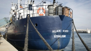 Migrant rescue vessel Alan Kurdi claims food shortage aboard stranded ship