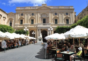 Valletta cafés battle it out over unjust allocation of outdoor table space