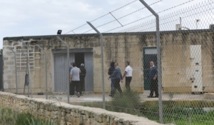 Ongoing detention of asylum seekers for medical reasons is unlawful, NGOs say