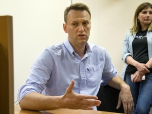 Russian police detain opposition leader at protest