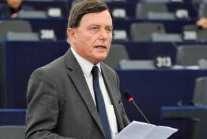 Sant sticks to sceptic line on MEPs, does not vote on Romania rule of law motion