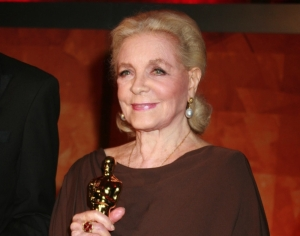 Actress Lauren Bacall dies at 89