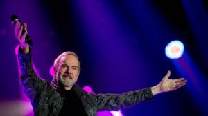 Neil Diamond retires from touring after Parkinson's diagnosis