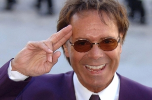 Cliff Richard's Berkshire property searched by police