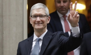 Fake news 'killing people's minds', Apple boss warns