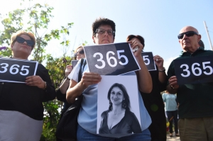 [WATCH] Silent gathering marks time and place where Daphne Caruana Galizia was murdered