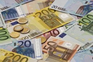 Customs discover more undeclared cash as over €21,000 seized at airport