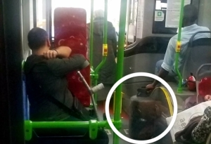 Red alert for the partisan media: black man takes his gas cylinder on the bus