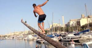 Slow-mo of man slipping off greasy pole and landing on his nuts is why people enjoy the Maltese gostra