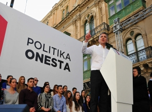 MaltaToday Survey | Busuttil rides high as Muscat holds trust rating after Panamagate