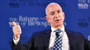 Amazon founder accuses National Enquirer of blackmail