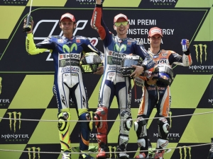 Lorenzo sweeps to fourth straight victory