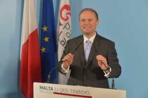Muscat urges Busuttil to sort out PN, promises 'social' Budget