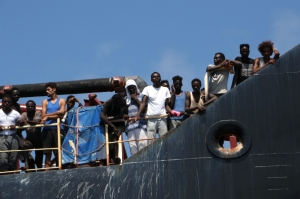 Maersk Etienne migrants to be disembarked in Sicily after NGO rescue