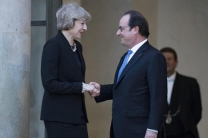 Hollande gives May ultimatum