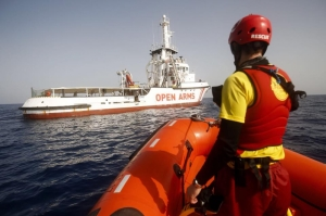 Amnesty denounces Malta-Italy stand-off as 120 rescued migrants await safe port