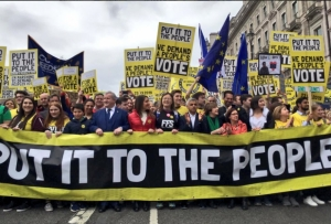 Hundreds of thousands descend on London in anti-Brexit march