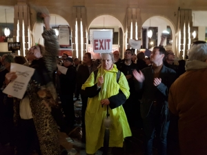 [WATCH] Protesters boo Muscat, Labour MPs and Adrian Delia as they exit from Parliament