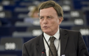 Lone dissenter Alfred Sant votes against EU-Canada deal... and against party line