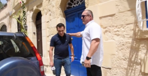 [WATCH] Police stop MaltaToday from doorstepping Simon Busuttil