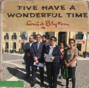 Five have a wonderful time  (at Castille)...