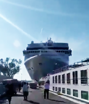 [WATCH] Massive cruise ship crashes into Venice wharf, five injured