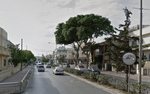 Bus crashes into tree in Mosta