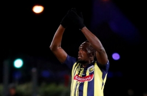 Bolt takes break from Mariners for overseas commitment