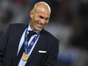 Zinedine Zidane extends his contract with Real Madrid for another three years